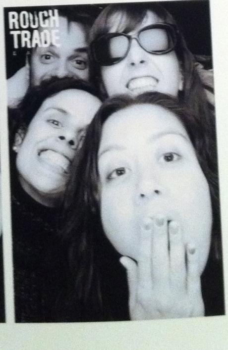 e nos rendemos ao photobooth da rough. claro.