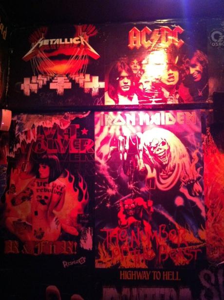 no pub que só tocava metal